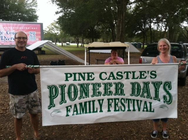 Banner del Festival por el Día de los Colonizadores