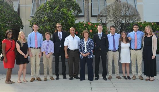 La Alcaldesa Jacobs junto a estudiantes de Timber Creek