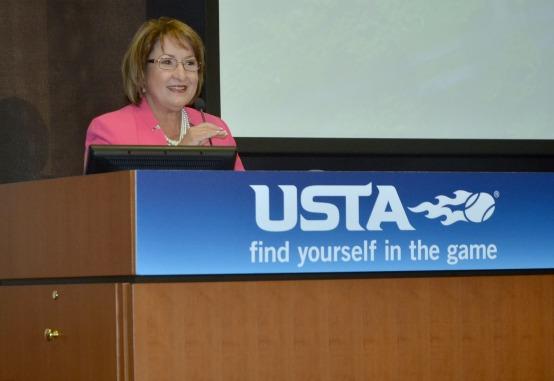 La Alcaldesa Jacobs pronuncia un discurso