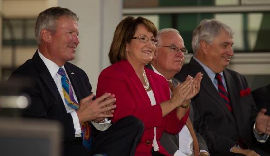 La Alcaldesa Jacobs y demás presentes en la inauguración del DPC
