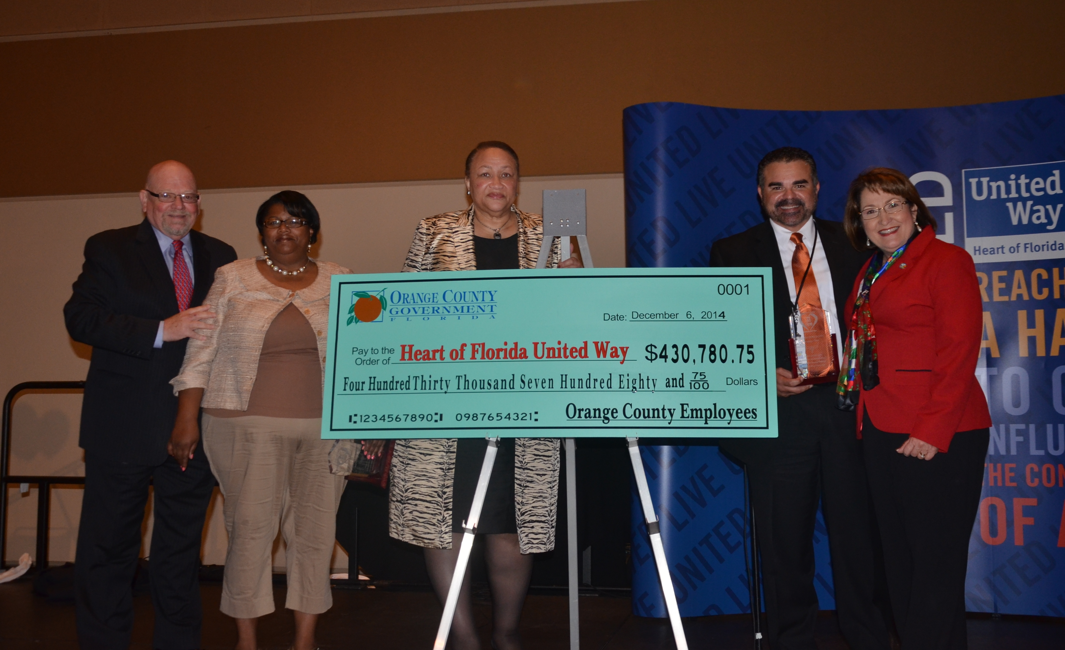 Mayor Jacobs and United Way personnel receiving check