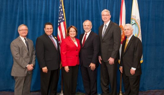 La Alcaldesa Jacobs y el personal de la Cumbre de Simulación