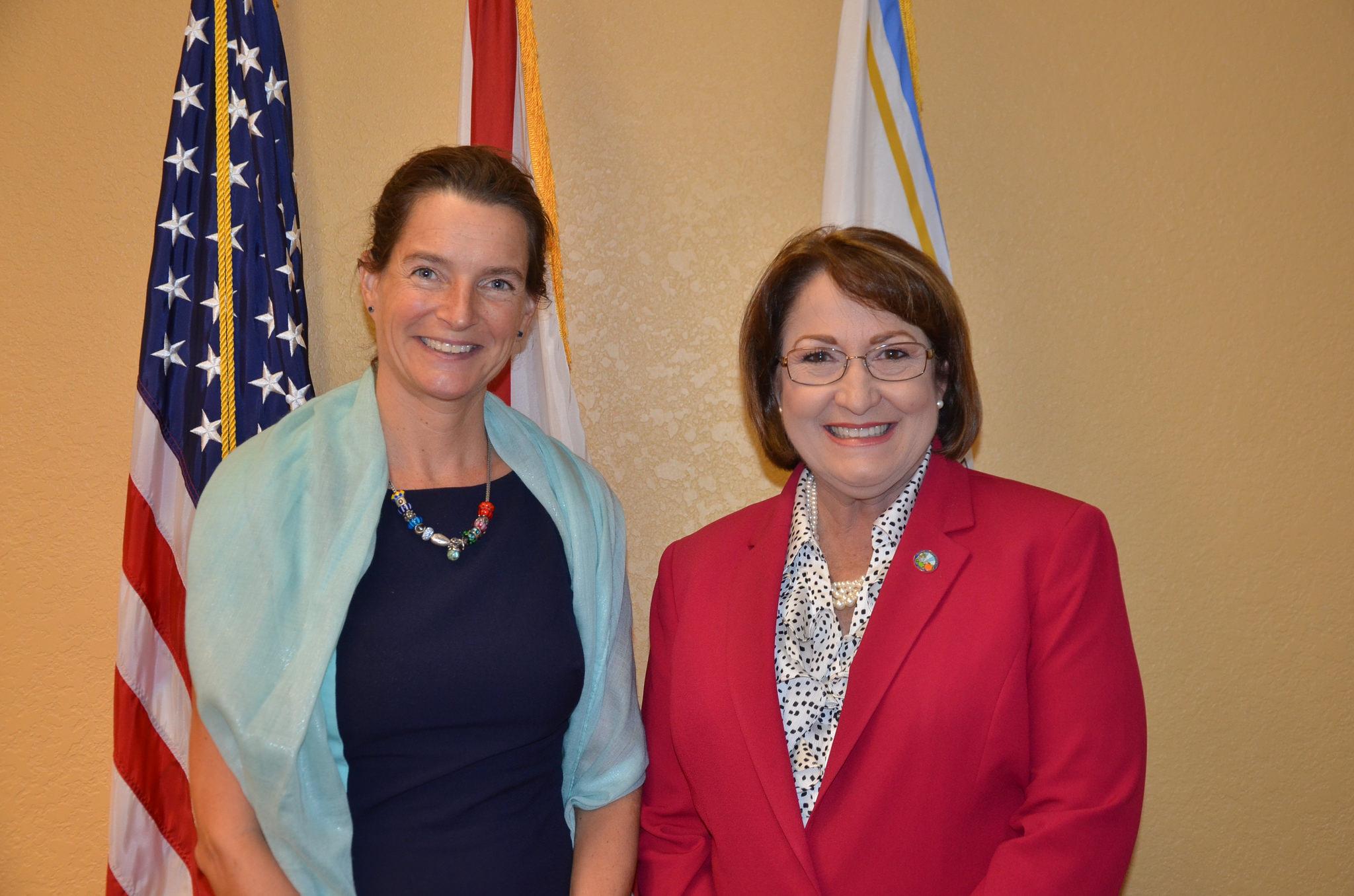 La Alcaldesa Jacobs junto al Cónsul de los Países Bajos