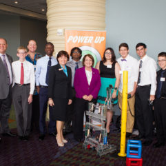 La Alcaldesa Jacobs y el personal de la Cumbre de Simulación de la Florida