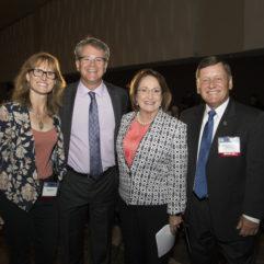 La Alcaldesa Jacobs junto al personal para la Cumbre de Simulación de la Florida