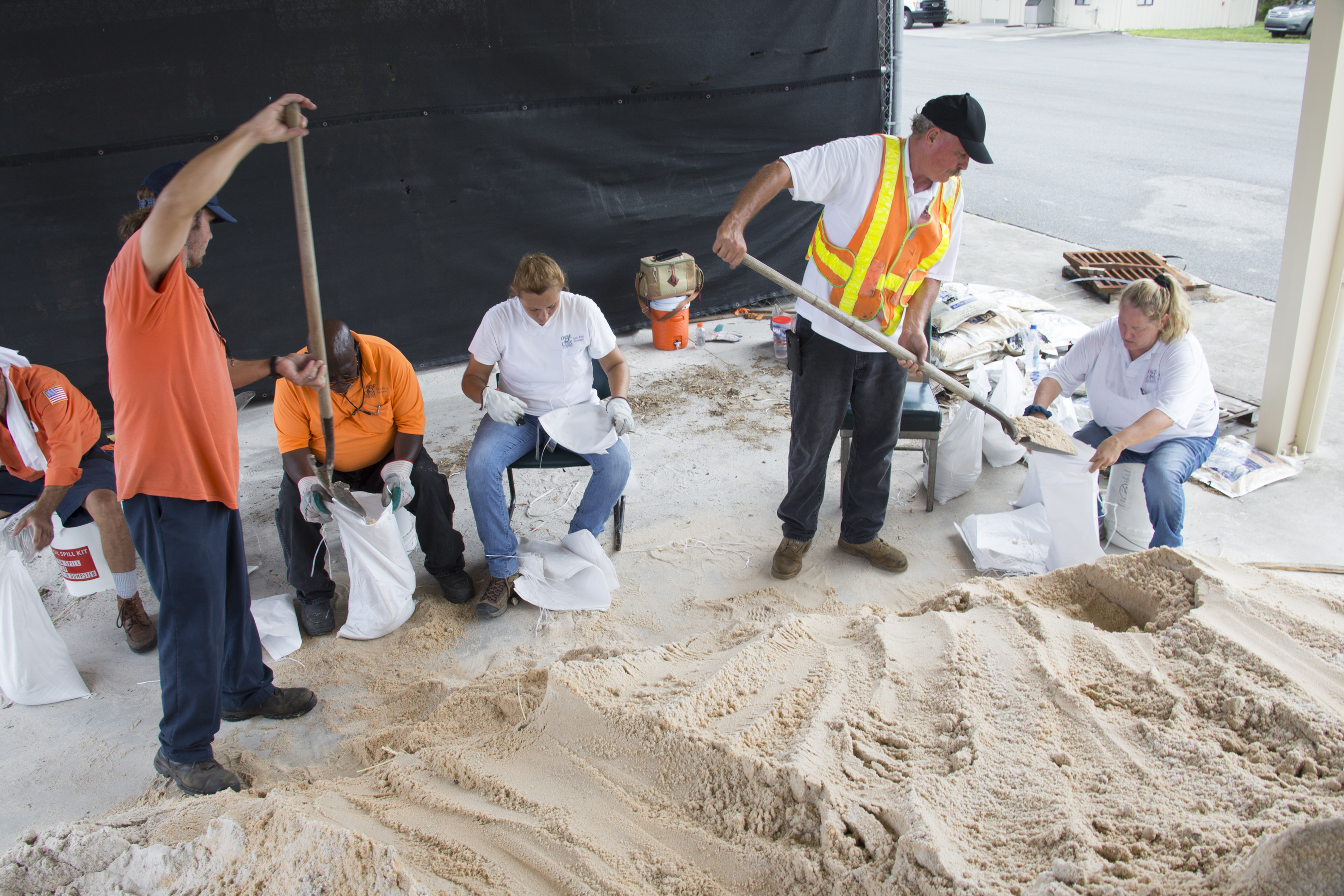 Men filling sandbags
