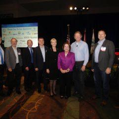 La Alcaldesa Jacobs junto a otros líderes posan para la foto en la Cumbre de Simulación de la Florida 2018