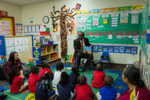 Mayor Demings reading to classroom of students