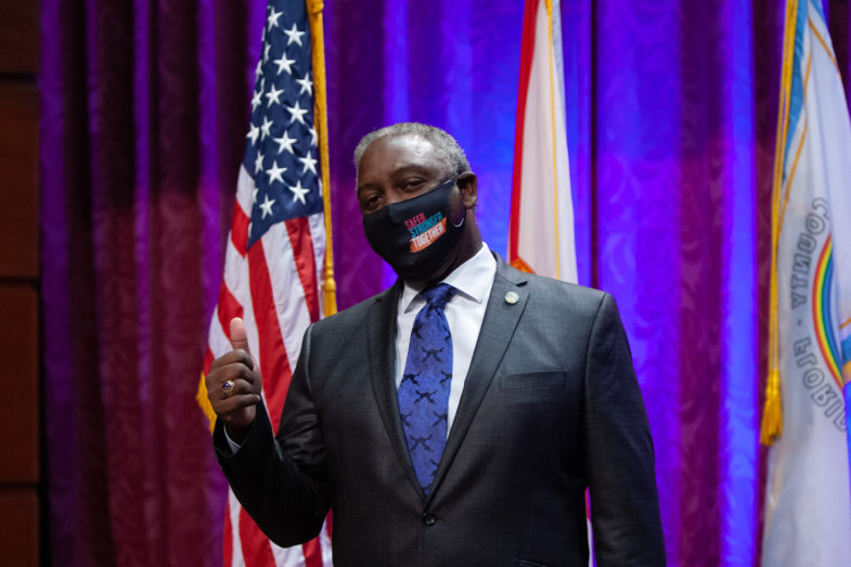 Mayor Jerry L. Demings wearing a face mask.